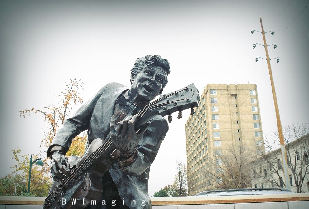 """Chuck Berry (""""Chuck Berry Statue, Delmar Loop"""" by Brian Weiterman is licensed under CC BY-NC-ND 2.0)"""