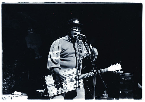 """Bo Diddley (""""bo diddley"""" by masao nakagami is licensed under CC BY-SA 2.0)"""